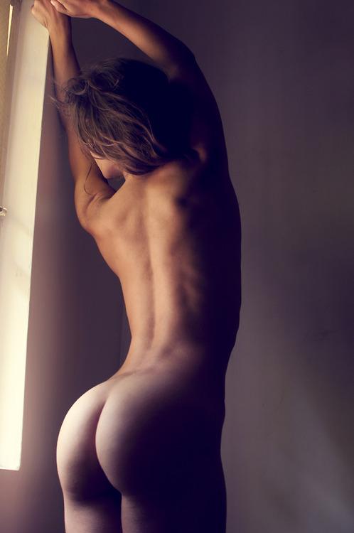 фото девушек с голой спиной